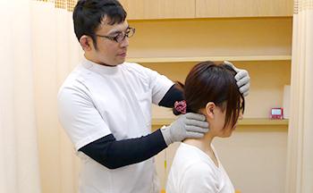 京都市_接骨院・鍼灸院_頭痛の施術風景